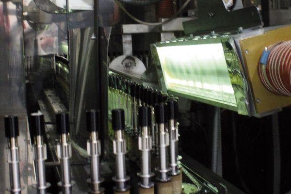 Il fondo e la finitura sono effettuati con prodotti vernicianti formulati da Vernici Caldart a seconda del tipo di effetto finale che si vuole ottenere.